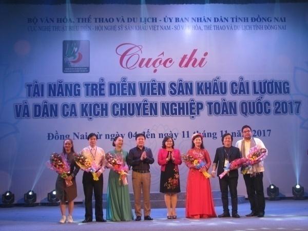 NSND Vương Duy Biên – Thứ trưởng Bộ Văn hóa, Thể thao và Du lịch, Trưởng Ban Chỉ đạo Cuộc thi tặng hoa Hội đồng giám khảo