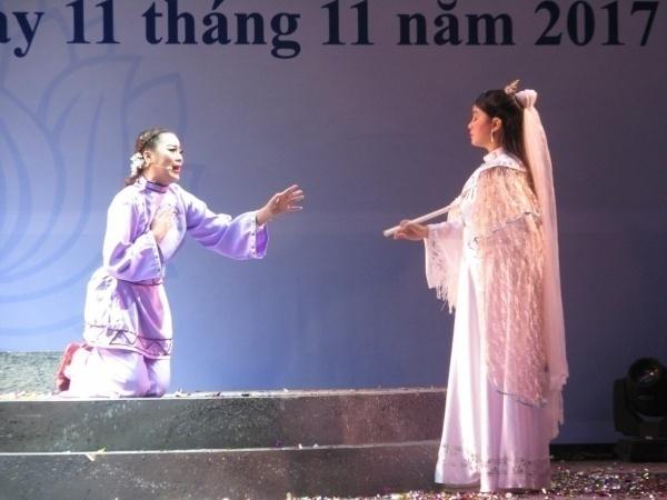 """thí sinhPhan Thị Diệu Hiền, bên trái ( vai diễn Bạch Viên, trích đoạn """"Bạch Viên Tôn Cát"""")"""