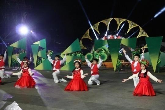 Rực rỡ đêm khai mạc Festival Hoa Đà Lạt 2017. Ả: Báo Người lao động.