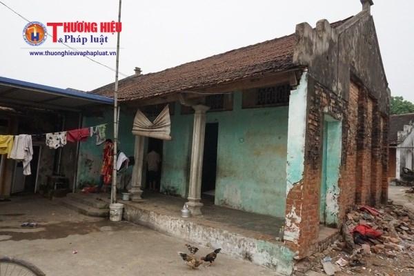 Căn nhà tồi tàn, ẩm mốc của gia đình 3 thế hệ nhà bà Đỗ Thị Xúi.