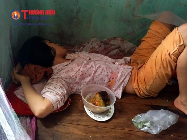 Hiện tại, người con gái Nguyễn Thị Đượm của bà Xúi đang mắc chứng bệnh thần kinh, nằm liệt giường suốt nhiều năm qua.