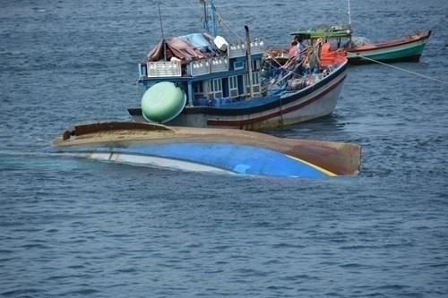 lật thuyền, 2 ngư dân Quảng Tri mất tích
