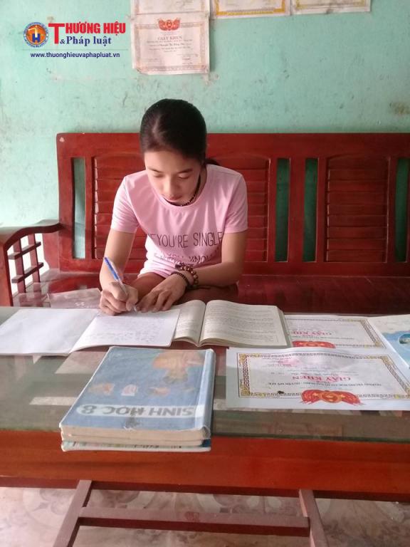 Các con của chị Đông luôn chăm ngoan học giỏi để không phụ lòng cha mẹ.