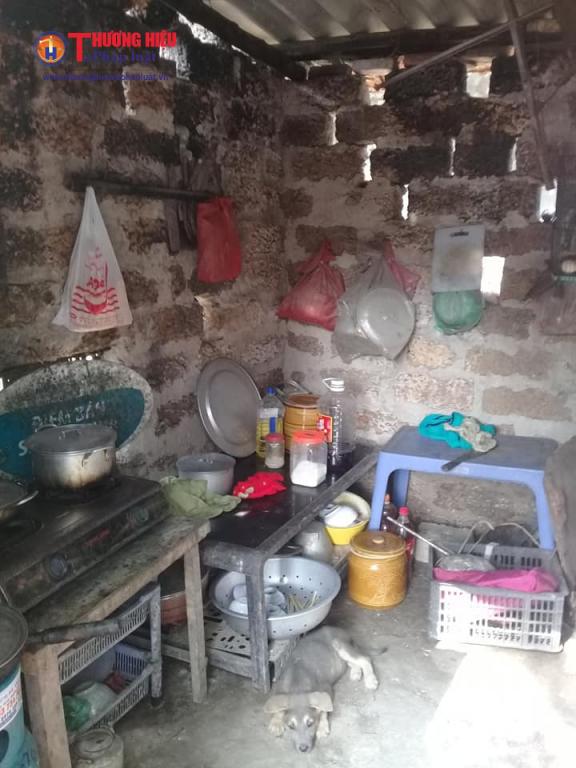 Căn nhà trống huơ trống hoác không có thứ  gì đáng giá của gia đình chị Lê Thị Hương.