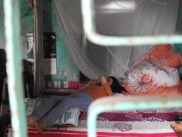 Bà Tị bị hen suyễn nên cũng không có đủ sức khỏe để lao động kiếm tiền nuôi con.