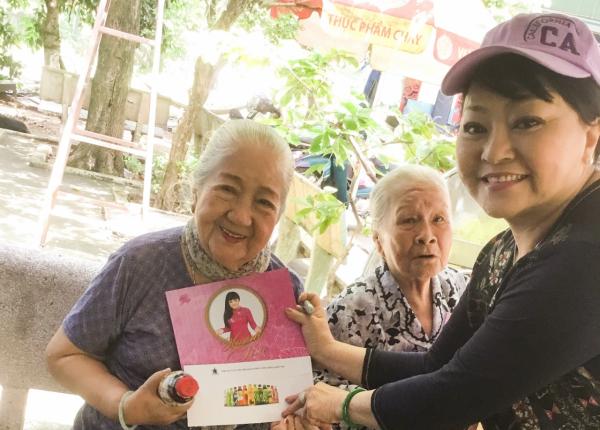 nghệ sĩ Hương Lan, tặng quà cho các nghệ sĩ, Tân Hiệp Phát