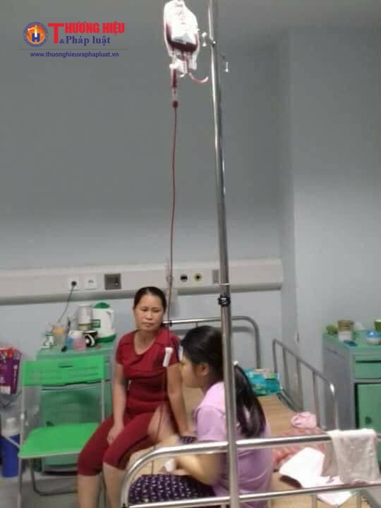 Định kỳ mỗi tháng 1 lần là cháu Huyền Trang phải ra bệnh viện Nhi Trung ương chữa trị và truyền hóa chất.