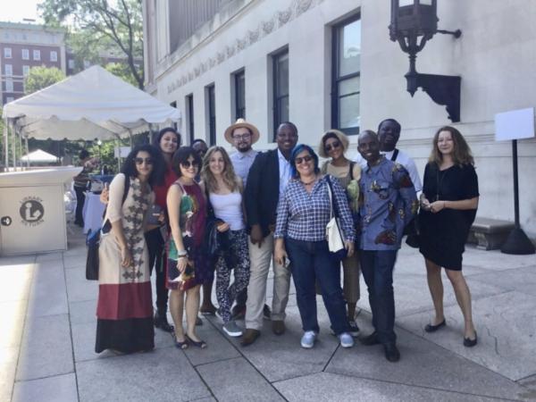 nhóm Columbia tới thăm thư viện trường