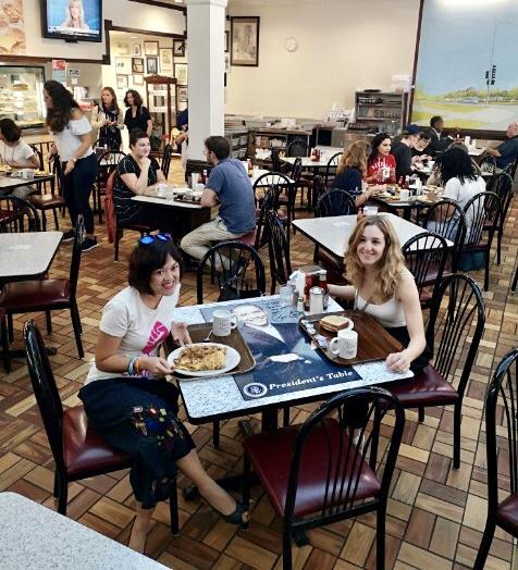 Ăn sáng tại nhà hàng yêu thích của Obama thời xưa