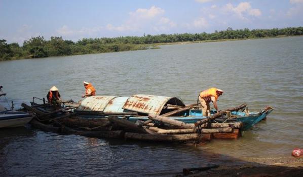 vận chuyển gỗ lậu