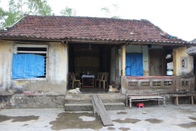Ngôi nhà tranh xiêu vẹo của An ở cuối thôn Thanh Minh xã Thạch Thanh, huyện Thạch Hà