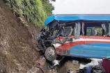 Tuyên Quang: Xe đầu kéo đâm xe chở đoàn từ thiện, hơn 10 người nhập viện