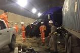Hai xe đầu kéo đối đầu trong hầm Hải Vân, giao thông Bắc - Nam tê liệt