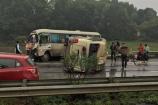 Hai xe khách va chạm ở cao tốc Hà Nội - Lào Cai, nhiều hành khách bị thương