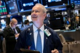 Dow Jones lần đầu vượt 27.000 điểm, S&P 500 lập kỷ lục mới