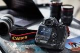 Canon ra mắt máy ảnh giá 150 triệu đồng