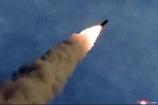 Triều Tiên bất ngờ phóng 2 tên lửa ra biển