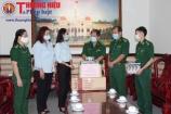 Tặng vật tư y tế cho Bộ đội Biên phòng TP. HCM phòng, chống dịch bệnh Covid - 19