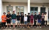 Hàng chục thanh niên vác dao, mã tấu hỗn chiến ở TP.HCM