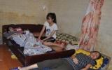 Nữ sinh lớp 12 nghẹn ngào trước cảnh bố ung thư vòm họng, mẹ ung thư đại tràng