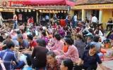 Hà Nội: Người dân 'chờ trực' làm lễ cầu an tại chùa Phúc Khánh