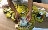 Công nhân lập sòng bài trong nhà vệ sinh công ty để đánh bạc