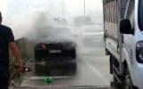 Xe Mercedes bốc cháy trên đường vành đai 3, tài xế thoát chết
