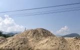 Đắk Lắk: Hàng loạt bãi tập kết cát trái phép ngay cạnh UBND xã Krông Nô