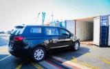Thaco xuất khẩu 80 xe du lịch Kia Grand Carnival sang Thái Lan