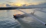 Tàu kéo bốc cháy dữ dội đến hỏng hoàn toàn trên sông Lòng Tàu