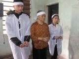 Bố mẹ mất vì tai nạn, 2 con bơ vơ bên bà ngoại yếu già