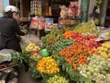 Cận tết, giá hoa quả đẩy lên cao nhưng vẫn hút người mua