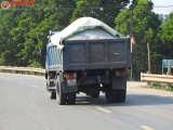 Hương Khê, Hà Tĩnh: Xe quá tải 'tung tăng' trên đường, cơ quan chức năng ở đâu?