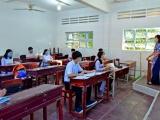 Học sinh lớp 9, lớp 12 tại Cà Mau và Thái Bình đi học trở lại