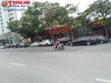 """Tây Hồ, Hà Nội: Nhà hàng vô tư """"xẻ thịt"""" lòng đường Võ Chí Công làm bãi đỗ xe phục vụ kinh doanh"""