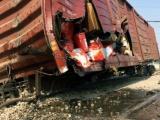 Hà Nội: Tàu hỏa bất ngờ trật bánh, 7 toa văng khỏi đường ray nghiền nát cột điện