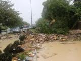 Nhiều tuyến đường của TP. Nha Trang tê liệt vì sạt lở, ngập lụt