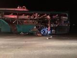 Xe khách nổ kinh hoàng, 2 người chết, 12 người nhập viện