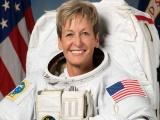 Nữ phi hành gia lớn tuổi nhất lập kỷ lục đi bộ trong không gian