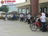 """Nhiều xe """"nhồi nhét"""" khách đổ về Hà Nội sau kỳ nghỉ lễ"""