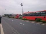 Quốc lộ 1A: 5 ô tô 'dính chùm', hàng chục hành khách mắc kẹt hoảng loạn