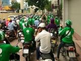 Hà Nội: Hàng trăm lái xe GrabBike tụ tập gây ùn tắc cả tuyến phố