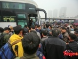 Người dân chật vật tìm lối thoát khỏi cửa ngõ Hà Nội để về quê ăn tết