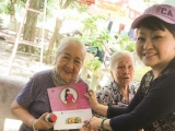 Nghệ sĩ Hương Lan thăm và tặng quà các nghệ sĩ tại viện dưỡng lão