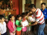 Tân Hiệp Phát trao học bổng cho học sinh có hoàn cảnh khó khăn ở Tiền Giang