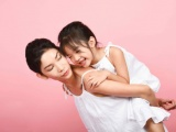 Xuân Lan khoe loạt ảnh hạnh phúc cùng con gái ở cột mốc mới