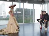 H'hen Niê thử nghiệm catwalk với các dáng váy dạ hội và trang phục dân tộc