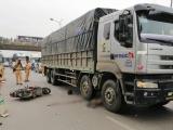 Hà Nội: Xe tải cuốn xe máy vào gầm, 1 người tử vong