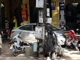 Hà Nội: 'Mượn' ô tô của bố, cậu bé 15 tuổi 'ủi' hàng loạt xe máy