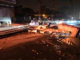 Hà Nội: Truy tìm xe bồn kéo đổ 4 cột điện trên đường Trường Chinh